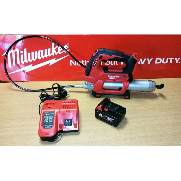 MILWAUKEE 18V GREASE GUN C/W 1 X 5AH BATTERY AND CHARGER